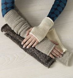 Image of Poetic Gauntlets free pattern