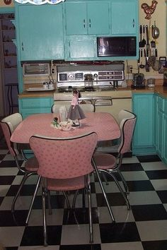 Mid- century pink and aqua kitchen. I am in love!