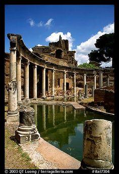 Teatro Marrittimo, Villa Hadriana. Tivoli, Lazio, Italy