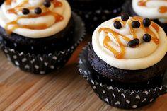 mocha cupcak, cupcake recipes, food, macchiato cupcak, macchiato cupak, caramel macchiato, caramels, fun recip