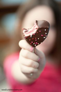 Chocolate Covered Peeps Hearts ~ A fun and easy Valentine's Day treat!