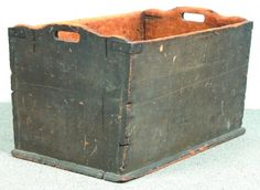Gray Pinewood Handled Box, square nail construct,