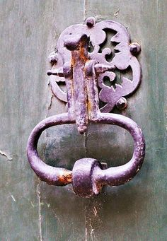 Love the color of this knocker