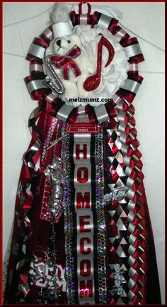 Basic Single Homecoming Mum with Band extras made by melzmumz.com