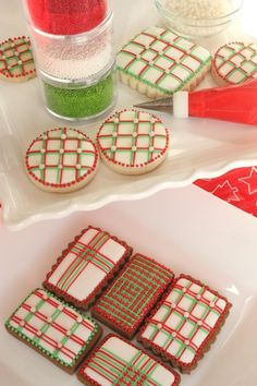 How to line cookies with royal icing