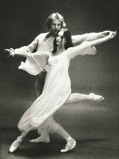 Suzanne Farrell and Peter Martins in Chaconne. Photo by Max Waldman