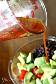 Sriracha Summer Salad #recipe  sweet corn mixed with black beans, ripe tomatoes, and creamy avocado, tossed with a quick and easy spicy Sriracha vinaigrette. (This recipe is #vegetarian, but can be made #vegan by using agave in place of honey.)