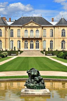 The lovely grounds of the Musée Rodin in Paris, complete with a fountain, rose gardens, and a pleasant outdoor café make for a delightful afternoon outdoors. pari, fountain, rose garden