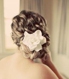 Pretty curly-hair do