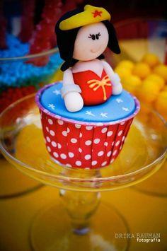 Wonder Woman Theme: Cupcake