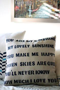 stenciled pillow tutorials