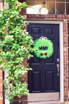 The best DIY Monster Wreath Craft how-to