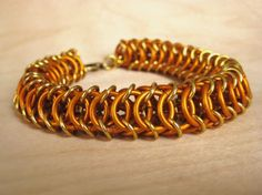 #DIY Chainmaille Bracelet - Excellent Tutorial. #chainmail #chainmaille #fashion #diy_jewelry #bracelet