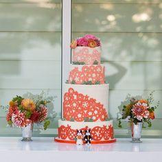 19 Artful and Sophisticated Wedding Cakes: http://www.modwedding.com/2014/01/14/19-artiful-and-sophisticated-wedding-cakes/ Photo: ELLE JAE