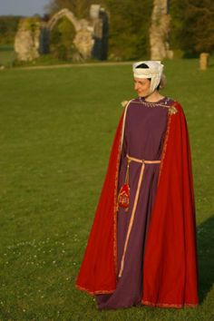 Noble Lady, 13th century http://s419357288.siteweb-initial.fr/articles/costume-de-femme-noble-1%C3%A8re-moiti%C3%A9-du-xiiie-si%C3%A8cle/