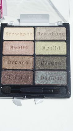 Probably my favorite eyeshadow palette of all time...and DEFINITELY my favorite drugstore product:  Wet n Wild Comfort Zone Palette!