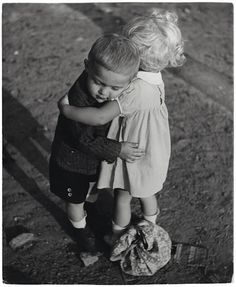 ... little children, friends, black white photography, vintage photos, hug, make a difference, siblings, photographi, kid