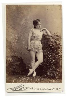 EXOTIC DANCERS, 1890S
