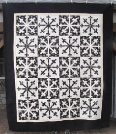 Crazy Flakes quilt in black and white by Kyle Redente