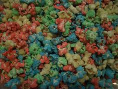 rainbow popcorn...what a perfect idea for sleepovers and parties!