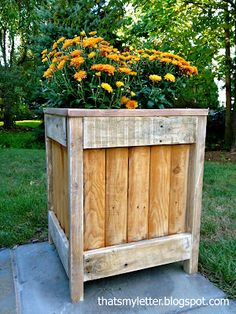DIY planter from fence panel scrap, pallet wood