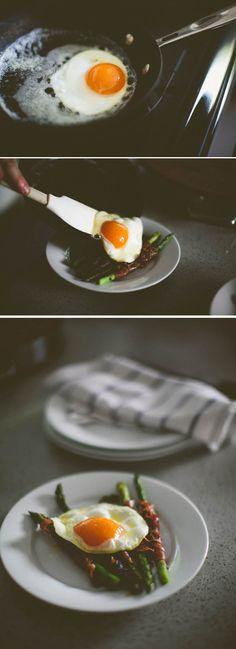 {<3} fried duck egg, asparagus and pancetta.