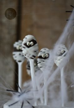 Mummy chocolate spoons -oooohh spooky and yummy :)