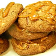"""Caramel Pecan Cinnamon Roll Cookies 