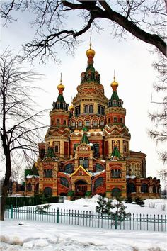 Saint Peter and Paul Cathedral, Peterhof, St. Petersburg, Russia Photographer: Kaiser Sozo