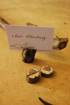 DIY Wooden Branch Place Card Holders  #holidayentertaining