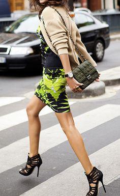 Streetstyle: Printed neon mini skirt