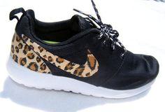Nike Roshe Run Shoes - Women's