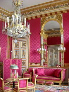 Le Palais Impérial de Compiegne, France - ©LumeaMare http://lumeamare.ro/2012/02/28/fecioara-regele-si-rugul-viii/