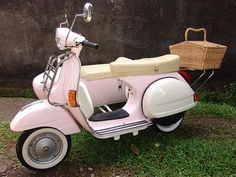 Pink Vespa...with sidecar!!