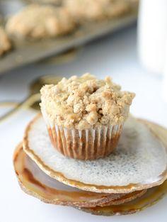 banana streusel muffins I howsweeteats.com