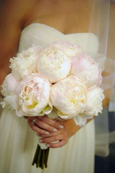 pink and white bouquet. simple but so pretty!