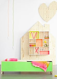 little bed and storage display #popandlolli #pinparty