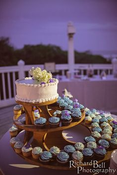 A beautiful evening wedding in the Lowcountry, filled with wedding cupcakes by Cupcake DownSouth adorned in the colors of the wedding party | photo credit Richard Bell Photography #weddingcupcakes #eveningweddings