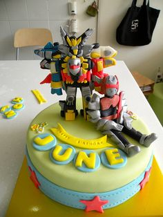 Robot cake. Look at the robot's details