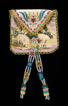 Beaded Mexican purse 1800–1820. Glass, silk, linen - in the Metropolitan Museum of Art costume collections.