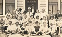 First-grader Richard Nixon sits at the end of the first row. (Nixon Library)