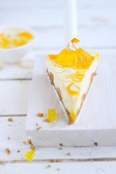 ... Mango cheesecake ... Yumm ... lovin the mango decoration on top ... Really gives desired effect