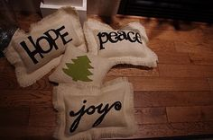 "Creative ""Try""als: Burlap Pillows - Homemade Christmas Decor"