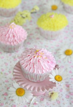 Chrysanthemum Cupcakes Step-by-Step Tutorial