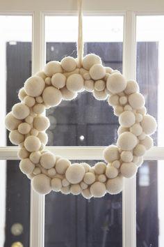 Felt snowball wreath...love it!