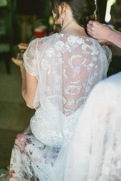 Jenny Packham perfection, photo by EPLove http://ruffledblog.com/castle-house-garden-wedding #weddingdress #bride #jennypackham