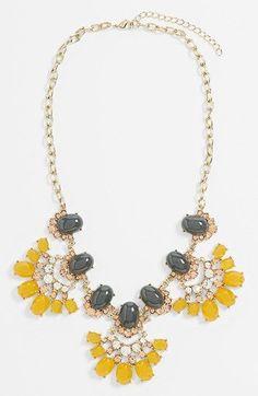 Collares grandes de colores/ Color statement neckalce!