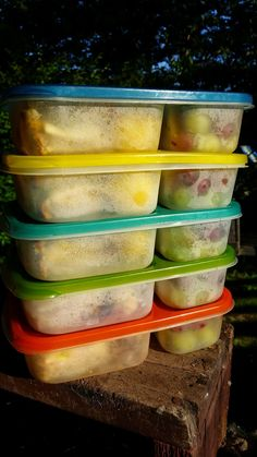 Going on a hike? Don't forget to pack lunch! {packed with @EasyLunchboxes containers}