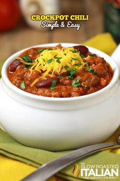 Easy Slow Cooker Chili - The Slow Roasted Italian crockpot chili, chili crockpot, food, recip, slow cooker chili