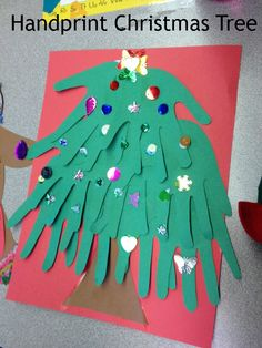 Adorable Handprint Christmas Tree Craft for Kids! #crafts #kids #christmas